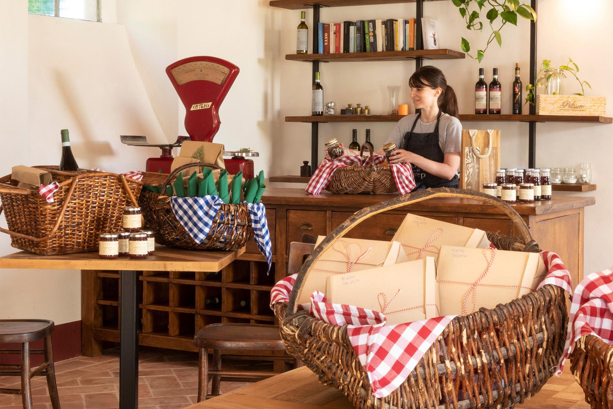 Agriturismo Parco del Grep - Monferrato, Piemonte - Preparazione dei cestini per il picnic alla Locanda del Grep
