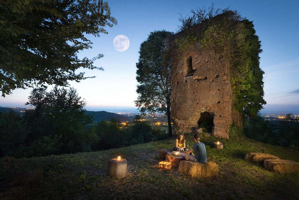 Agriturismo Parco del Grep - Monferrato, Piemonte - Picnic al chiaro di luna alle Torri del Grep
